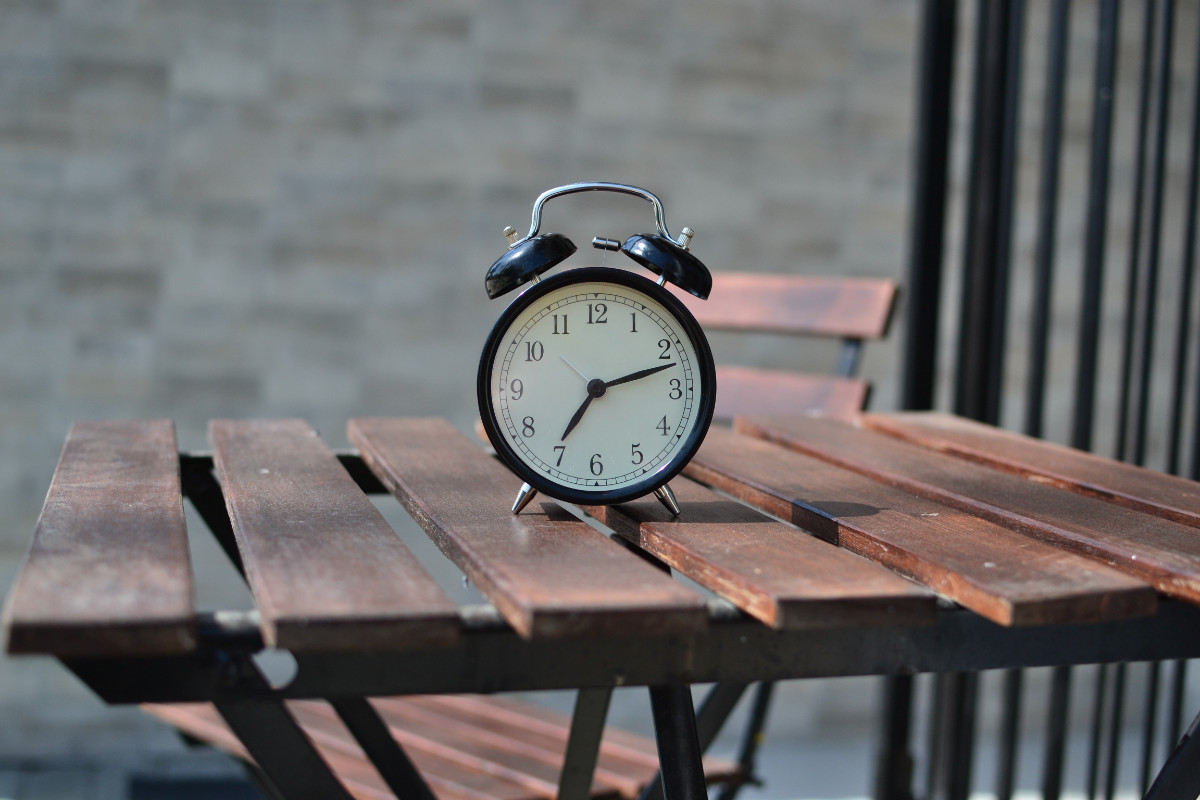 The Psychology of Time in our Lives: 5 Types of Time Perspective and 4 Principles of Time Management